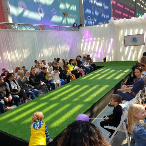 Kids Fashion Weekend Podiumas ir publika